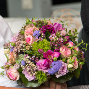 florale dekorationen f r hochzeiten brautstr u e brautfloristik autoschmuck nidderau. Black Bedroom Furniture Sets. Home Design Ideas